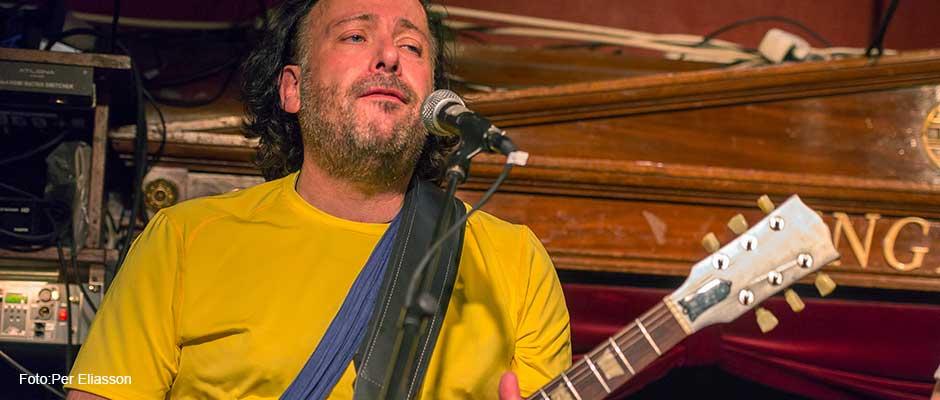 "Lars ""Lalla"" Strandberg - gitarr"